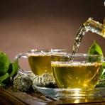 Beber chá é melhor do que beber café, afirma estudo