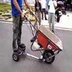 Você já viu um carrinho de mão motorizado?