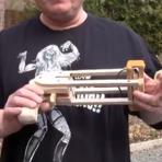 A arma de por camisinhas é resposta para a fundação de Bill Gates