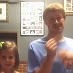 """Pai e filha conquistam a Internet dançando """"Shake it Off"""" de Taylor Swift"""