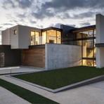 Casa com combinação perfeita de concreto, vidro e aço