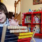 Criança de 2 anos que lê e fala 3 idiomas, além de contar até mil