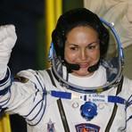 Rússia envia sua primeira mulher à Estação Espacial Internacional