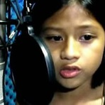 "Música - Menina filipina impressiona o mundo cantando ""The Power of Love"" de Celine Dion"