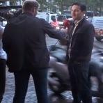 Homem tem iPhone 6 roubado por motociclista no meio de uma entrevista (VÍDEO)