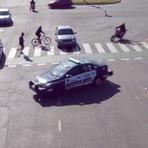 Vídeos - Hora do Rush - O que acontece neste cruzamento é inacreditável