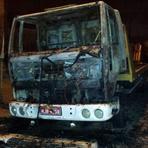 Criminosos jogam coquetel molotov em caminhão em Camboriú