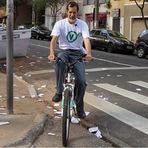 Eduardo Jorge vai votar de bicicleta e segue para museu com o neto