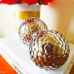 Uma ideia incrível: Como fazer lindas bolas decorativas com apenas DOIS itens vindos da papelaria!