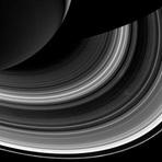 Estranha mudança nos anéis de Saturno intriga cientistas