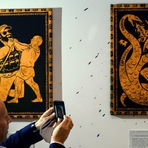 Internacional - Aniversariante, Vladimir Putin vira Hércules em exposição em Moscou