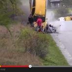 Flagrante impressionante de acidente em um Rally automotivo
