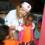 Doutoras Xuxurica e Mixirica fazem a alegria das crianças no Programa Municipal Saúde na Escola
