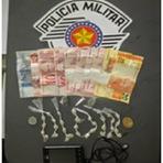 Segurança - POLÍCIA MILITAR PRENDE HOMEM POR TRÁFICO DE DROGAS E CORRUPÇÃO DE MENORES NA ILHA COMPRIDA S/P
