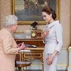 Internacional - Angelina Jolie foi recebida pela rainha no Palácio de Buckingham