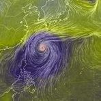 Internacional - Tufão Vongfong faz uma passagem por Okinawa antes de atingir continente japonês