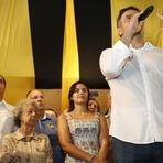 O presidenciável Aécio Neves faz elogios aos pernambucanos na maturidade política