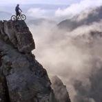 Vídeos - Danny MacAskill nas montanhas da ilha de Skye - Um vídeo alucinante
