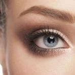 Mulher - 4 formas fáceis de maquiar sua sobrancelha como uma profissional