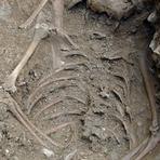 Esqueleto de Possível 'menina bruxa' Encontrado