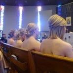 Contra o Ebola, pastor promove culto noturno com evangélicas sem roupa