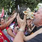 """Lula chama Aécio de """"vingativo"""" e """"filhinho de papai"""" em comício em MG"""