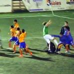 Violência - Falta simples durante jogo termina em batalha campal na Argentina