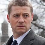 """Opinião e Notícias - Benjamin McKenzie: Nem tão """"estranho"""" em Gotham."""