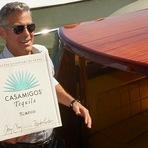 Celebridades - George Clooney fez questão de vestir a camiseta Casamigos