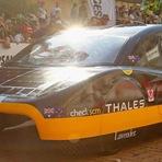 Tecnologia & Ciência - Universitários da Austrália batem recorde em percurso de 500 km com carro elétrico