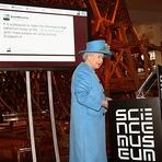 Internacional - Rainha Elizabeth envia seu primeiro tweet