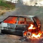Violência - São Desidério Homem se tranca dentro de carro, ateia fogo no corpo e morre carbonizado no Sítio Grande
