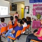 """Campanha """"Outubro Rosa"""" atende mulheres com exames de Papanicolau e mamografia"""