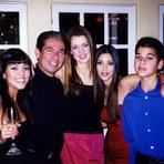 Celebridades - Kim Kardashian como seus pais lhe ensinaram a apreciar o valor de um dólar suado