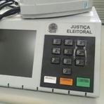 Política - Eleitor cola tecla de urna em Goiás e é procurado pela Polícia Federal