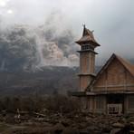 Internacional - Erupção do vulcão Sinabung, na Indonésia, ameaça aldeias