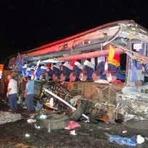 11 pessoas morrem em acidente impressionante entre uma carreta e um ônibus