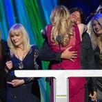 Após 20 anos de brigas, ameaças e insultos, Courtney Love e Dave Grohl são vistos juntos em bebedeira em Nova York