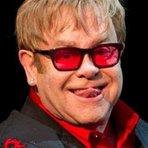 Cantor Elton John que disse, Jesus foi um gay superinteligente, declara que Francisco é o seu héroi e devia ser declarad