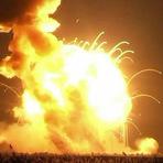 Foguete Antares da NASA explode durante lançamento.