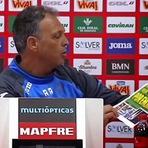 Antes de enfrentar o Real, técnico do Granada se irrita e rasga capa de jornal. ASSISTA