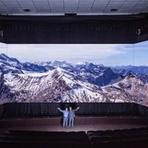 Cinema - Como será o cinema no futuro? Com três telas, claro!
