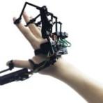 Exoesqueleto para mãos permite controlar robôs e tocar objetos virtuais