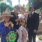 Sósias de personalidades circulam pelo Cemitério São João Batista, Rio