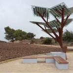 Árvore feita de painéis solares recarrega celular, oferece Wi-Fi e gela água