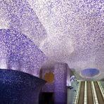 Arte & Cultura - Estações de Metrô de Nápoles transformadas em galerias de arte