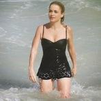 Inspire-se nos biquínis da celebridade Claudia Abreu e seja a próxima musa do verão