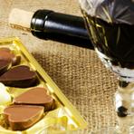 Presente prático e elegante – Cesta com vinho e chocolates