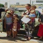 Goiás: Casal com 6 filhos mora há três meses dentro de carro, a gente vai se virando, com Deus e Nossa Senhora diz mãe