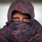 Para defender honra da filha, pai convida acusado de estupro para jantar e o mata após tortura
